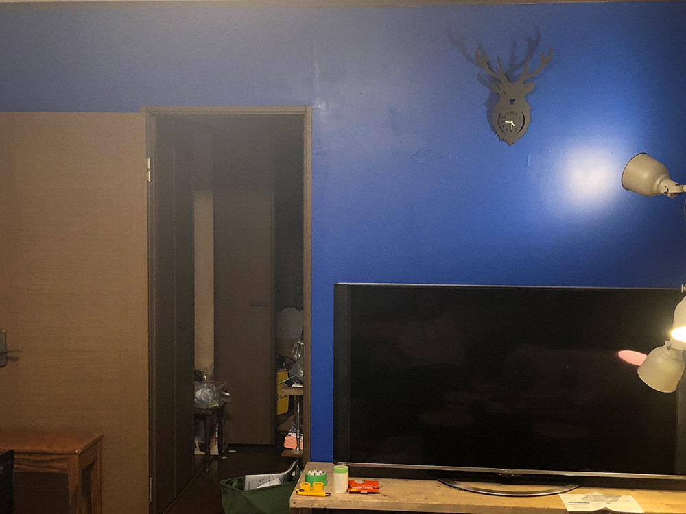 塗料2度塗り後1日乾燥させ、飾りをつけてみた壁
